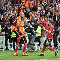 Galatasaray 2-1 Benfica-12107713_1044654648926563_4687592539957104735_n.jpg